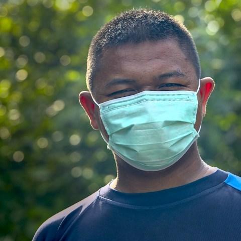 Wie man den Mundschutz richtig desinfiziert