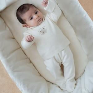 Babyhose mit Fuß und gehäkeltem Teddy