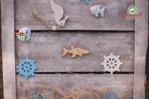 Fából készült vigyorgó cápa