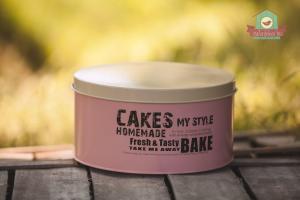 Rózsaszín bádog sütitároló