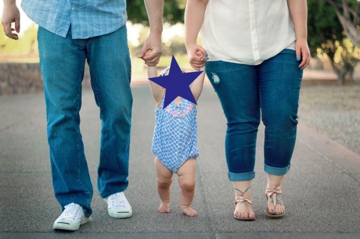 motricité libre faire marcher bébé tenir mains