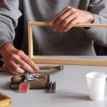 Placement d'un fil en inox pour solidifier le cadre