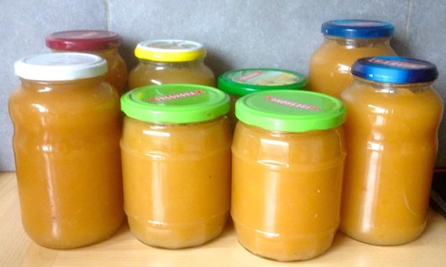 8 bocaux de compote de pommes maison