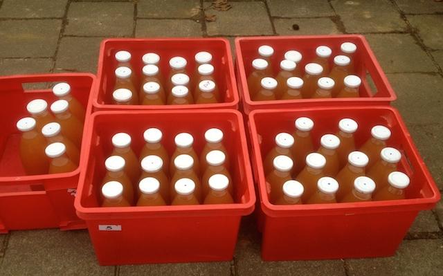 55 bouteilles de jus de pomme naturel