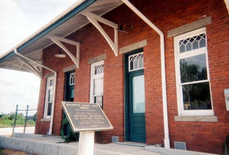 The Atlantic Coast Line Railroad building in Dade City was constructed in 1912.