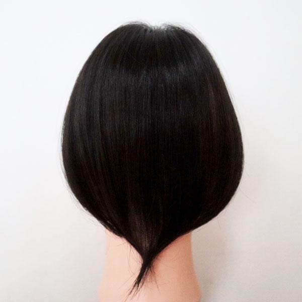 薄毛で悩む30代女性の分け目ウィッグ・後ろ