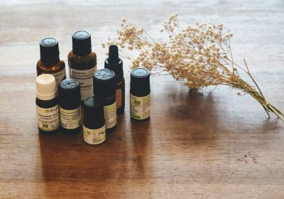 Comment utiliser les huiles essentielles en post-partum ?