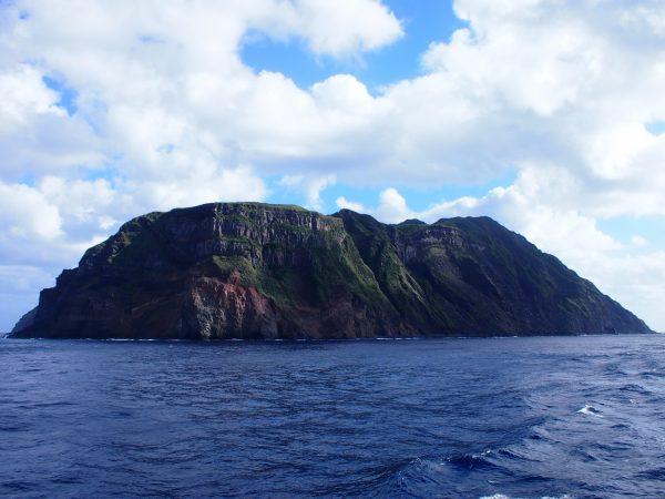 「父」のように守る、青ヶ島の断崖絶壁