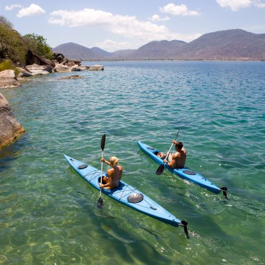 Kayaking-on-Lake-Malawi-(1)