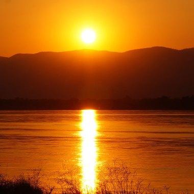 Zambezi-river-sunset-(2)