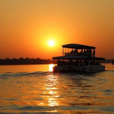 Sunset-cruise-on-the-Zambezi