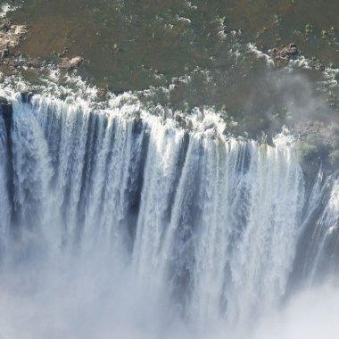 Victoria-Falls-(4)