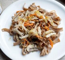 Nudeln mit Champignons und Sauerkraut
