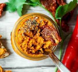 rohkost-paprika-tomaten-aufstrich-ljutenica-3