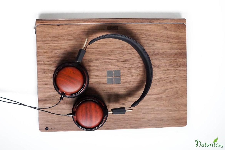 review-toast-laptop-cover-littlebigsound-kopfhoerer