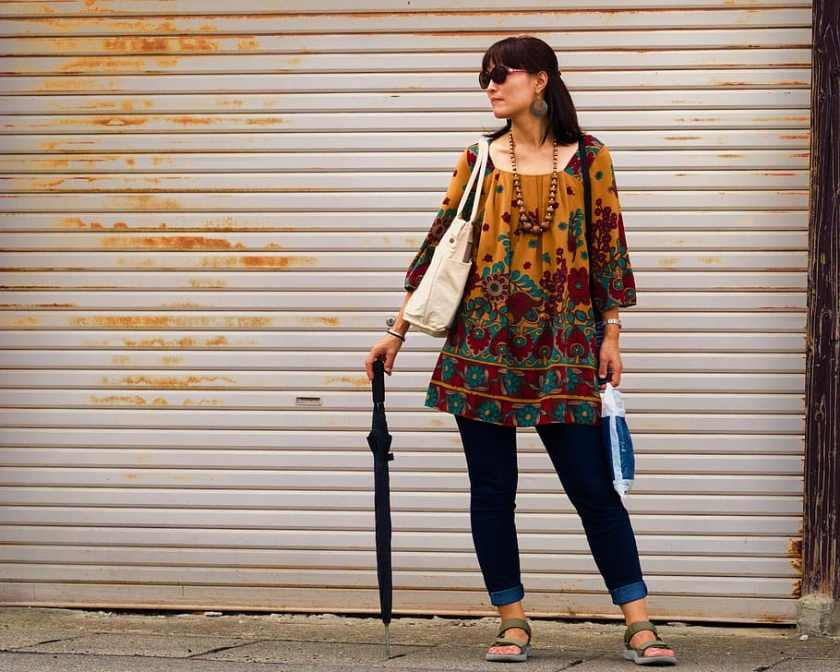woman-sunglasses-umbrella-waiting-attractive-asian