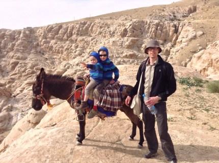 Mit den Kindern auf Eseln