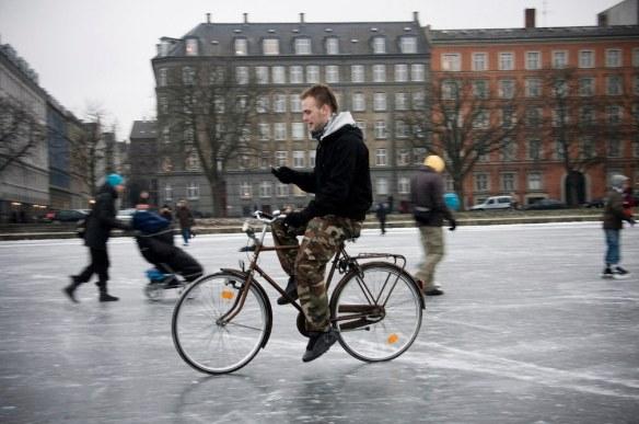 SMS auf dem Rad - auf dem Eisplatz