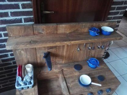 Kinderkeuken van Steigerhout met pannen en afwasset