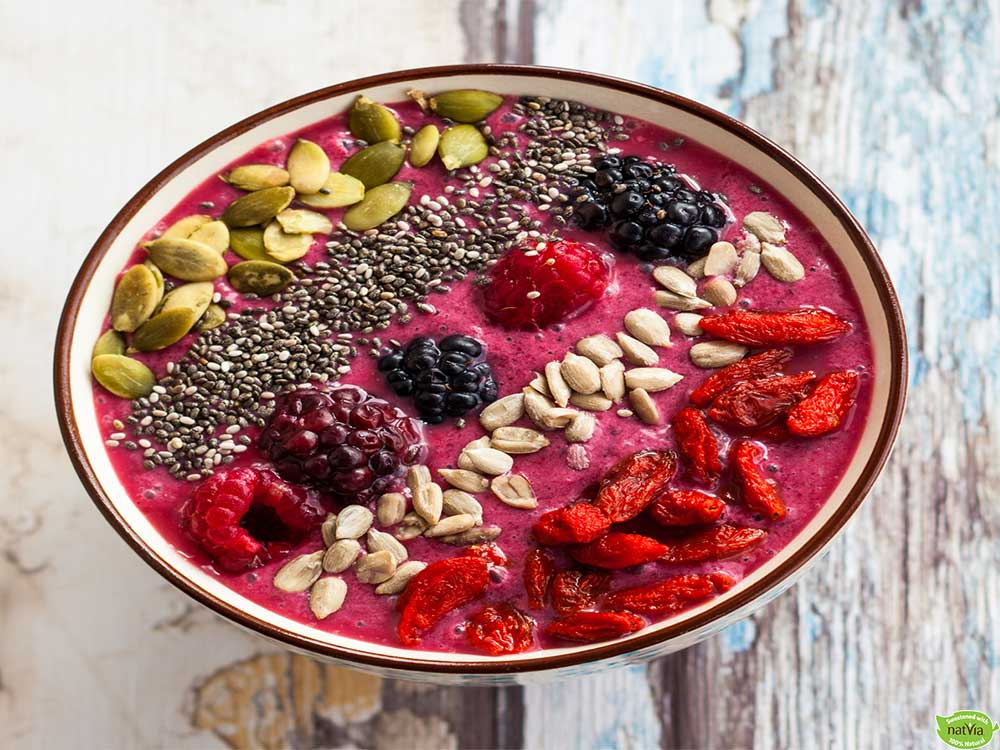 BERRY SMOOTHIE BOWL WITH TOASTED OATS