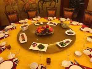 Отрупана маса в китайски ресторант