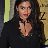 amala paul turns hot in black - gallery
