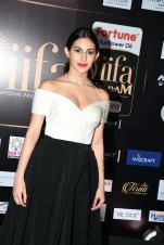 amyra dastur hot at iifa awards 2017 MGK_16430029