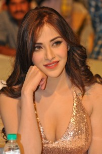 Angela Krislinzki (4)hot in rouge