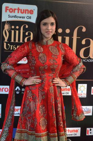 mannara chopra hot at iifa awards 2017 DSC_18930944