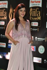 mehreen pirzada kaur hot at iifa awards 2017 HAR_58770011