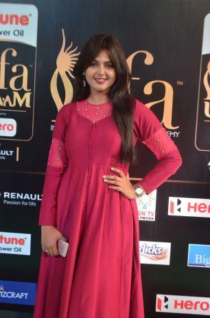 monal gajjar hot at iifa awards 2017DSC_83380035