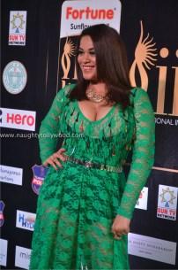 mumaith khan hot at iifa awards 2017 DSC_16040658_wm