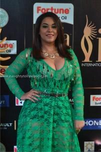 mumaith khan hot at iifa awards 2017 DSC_16460700_wm