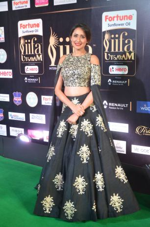 pragya jaiswal hot at iifa awards 2017DSC_91020014