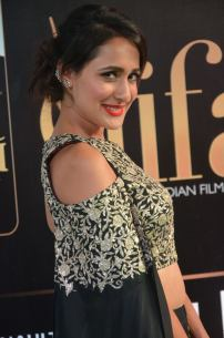 pragya jaiswal hot at iifa awards 2017DSC_91550067