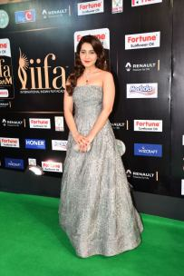 RASHI KHANNA hot at iifa awards 2017HAR_61060058