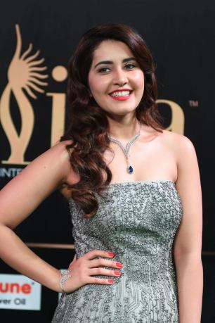RASHI KHANNA hot at iifa awards 2017MGK_17530011
