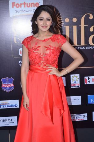 sayesha saigal in red at iifa awards 2017DSC_65330010