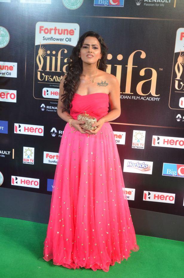 sredha hot at iifa awards 2017DSC_83510001