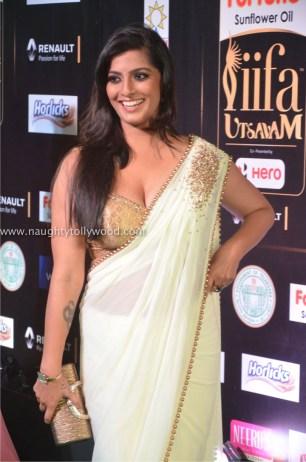 varalakshmi sarathkumar hot at iifa awards 2017DSC_81780004_wm
