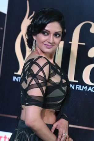 vimala raman hot at iifa awards 201723