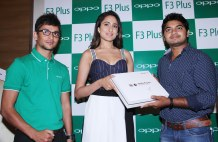 The gorgeous Tollywood star Ms Pragya Jaiswal handing over the first Selfie Expert OPPO F3 Plus, after unveiling the device on Saturday at Lemon Tree Hotel, Hi-Tech city, as Mahesh, (extreme left) Product Manager, OPPO, looks on.