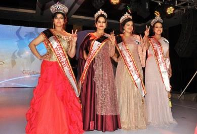 Ruchi Narula (Winner), Babita Chaudhary (1st Runner Up), Sakshi Vanjani (2nd Runner Up), Samraggi Mukherjee (3rd Runner Up) winners of 'ARF Mrs. India 2017'