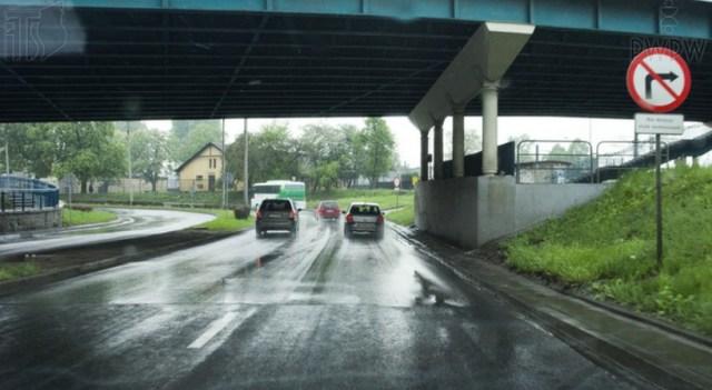 Czy masz prawo zatrzymać się pod wiaduktem, jeśli znaki tego nie zabraniają?