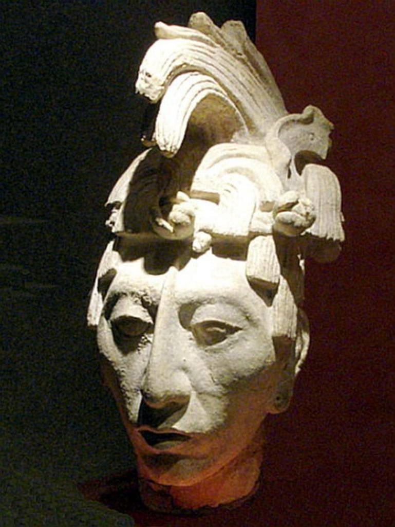 Скульптурное изображениеПакаля в юности