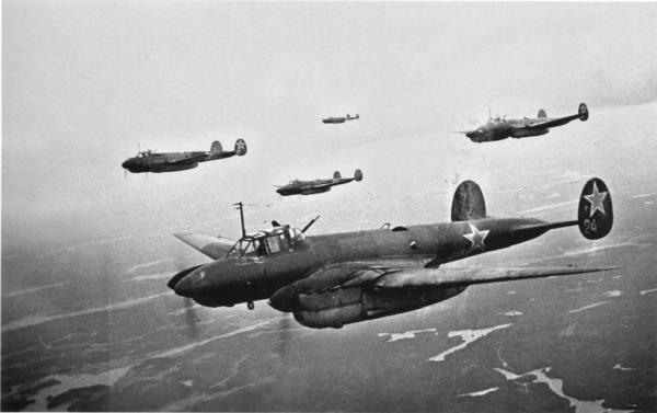 Пикирующий бомбардировщик Петляков Пе-2