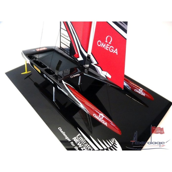 Emirates Team New Zealand - Catamarán AC 50 - 2017 - modelo de escritorio