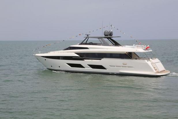 Ferretti Yachts 920,