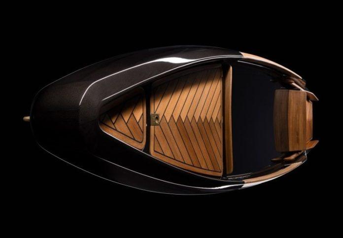 Canoa italiana fabricada en fibra de carbono, cobre