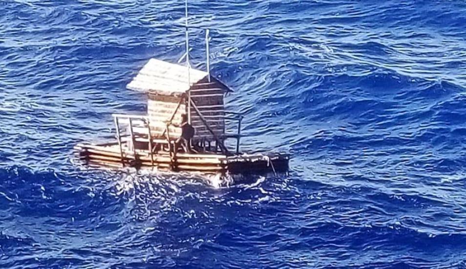 Sobrevive 49 días a la deriva en una balsa.